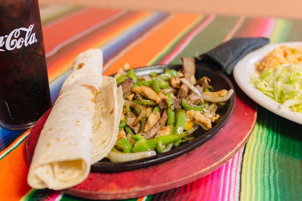 Montes Mexican Resturant of West: 100 Czech Inn Dr, West, TX