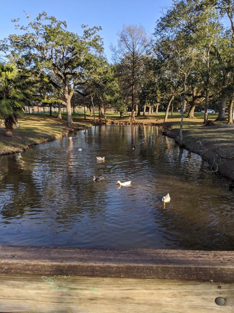 New Iberia City Park: 300 Parkview Dr, New Iberia, LA