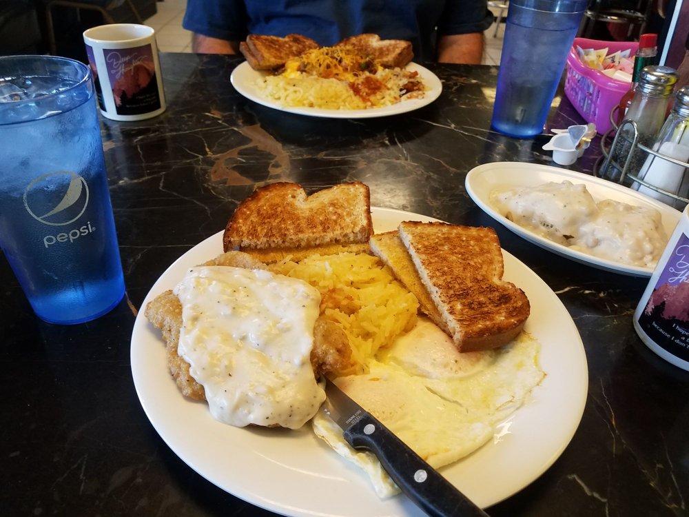 Retro Diner: 819 S 5th St, Leavenworth, KS