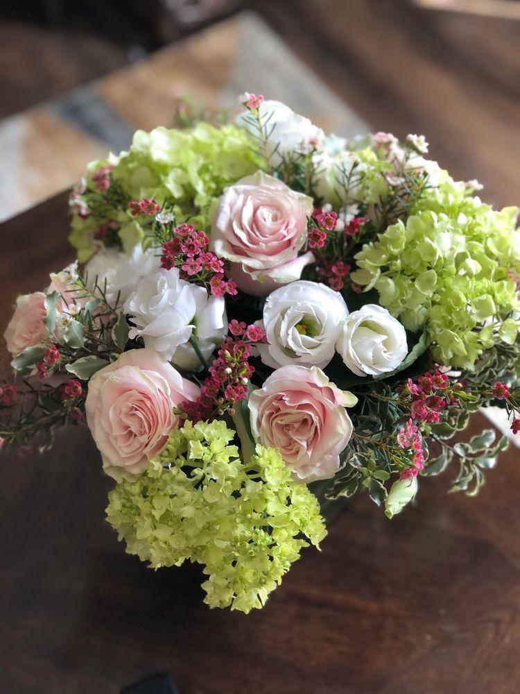 Far Hills Florist: 278 N Main St, Centerville, OH