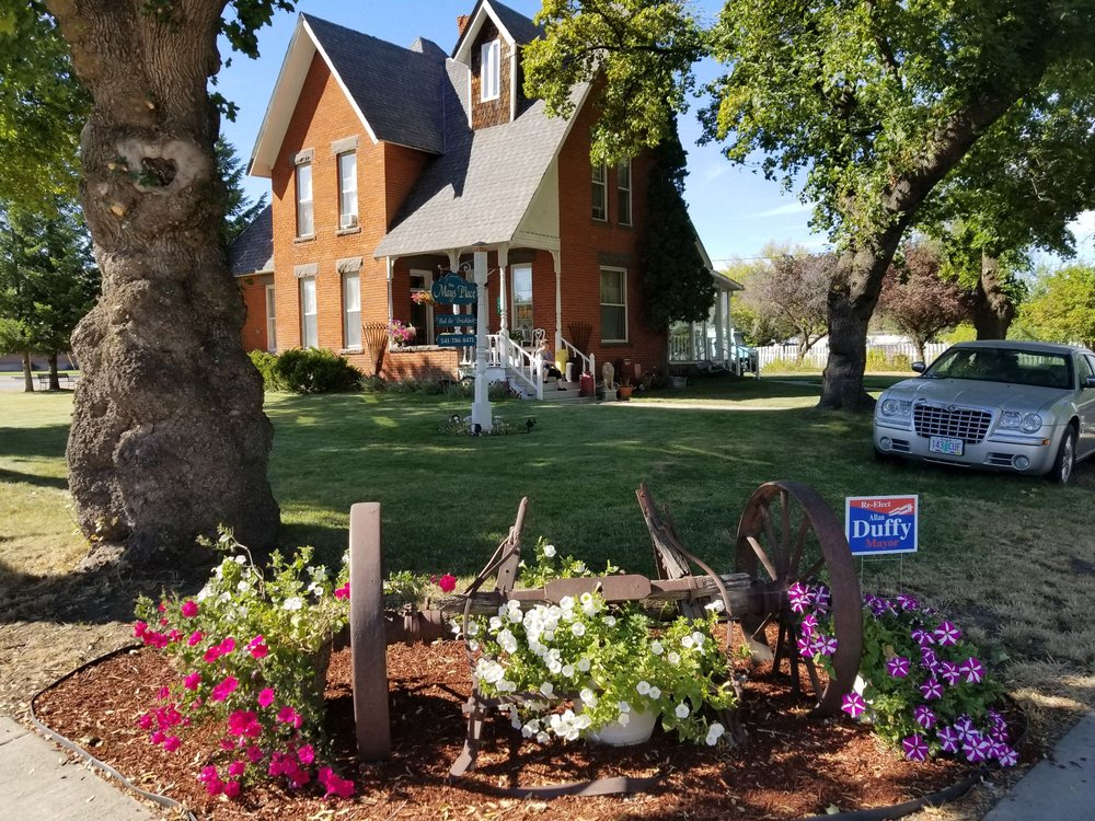 The Mays Place Bed & Breakfast: 1001 Division St, Elgin, OR