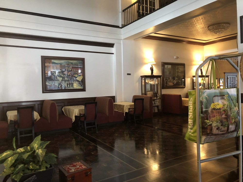 Mountaineer Hotel: 31 E 2nd Ave, Williamson, WV