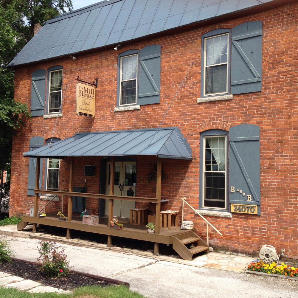 The Mill House Bed & Breakfast: 24070 Front St, Grand Rapids, OH