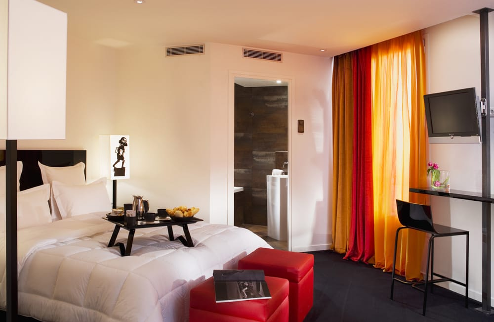 Très Le Chat Noir - 22 Photos & 22 Reviews - Hotels - 68 bd Clichy  GX07