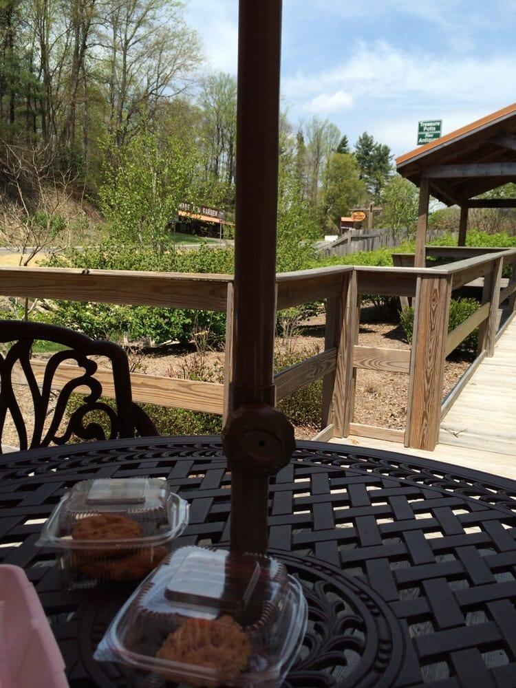 Fancy Gap Coffee & Ice Cream: 350 Pottery Rd, Fancy Gap, VA