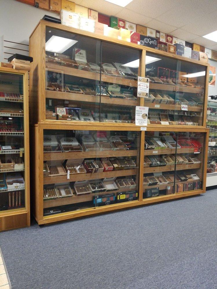 Low Ball Louie's Cigars: 2438 Sand Mine Rd, Davenport, FL