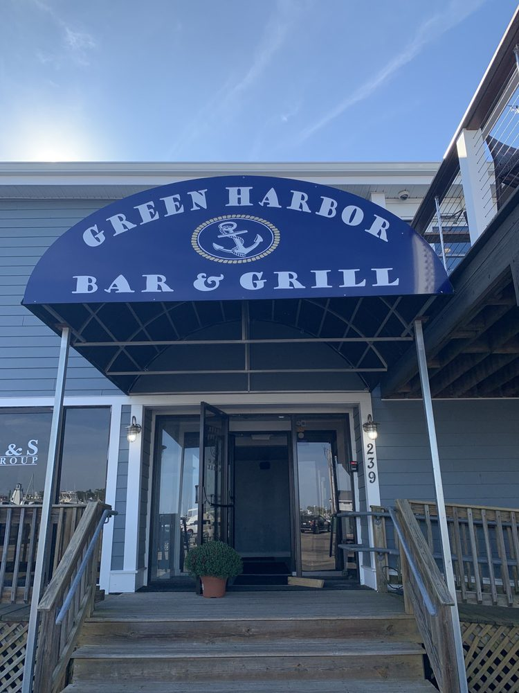Green Harbor Bar and Grill: 239 Dyke Rd, Marshfield, MA