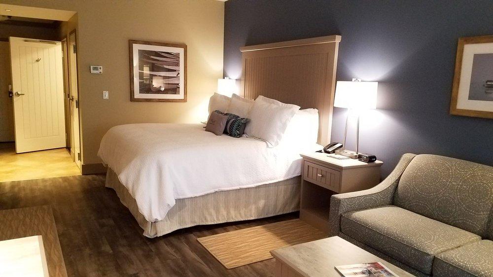 Chautauqua Harbor Hotel: 10 Dunham Ave, Celoron, NY