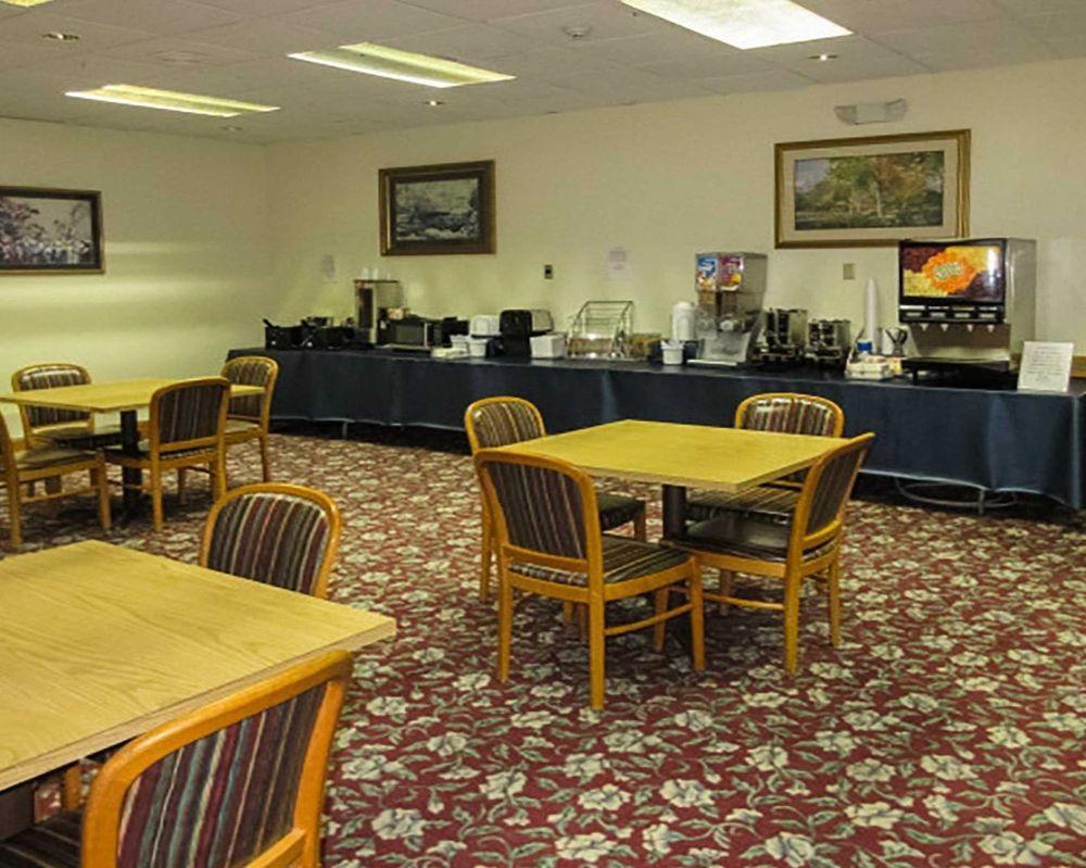 Quality Inn: 1010 Cosby Hwy, Newport, TN