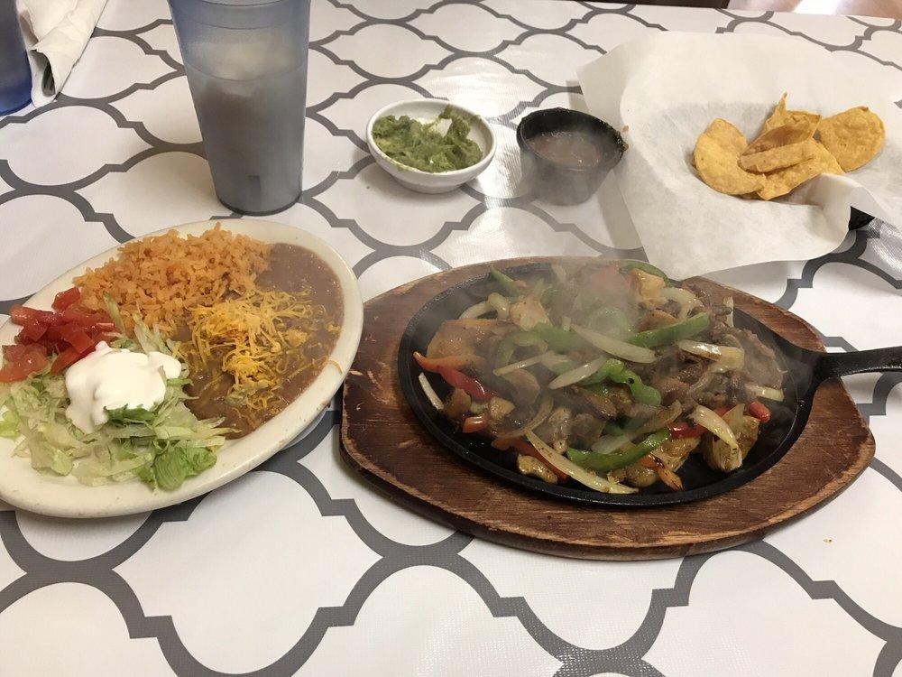 Vista Linda Mexican Restaurant: 21 E Vine St, Tooele, UT