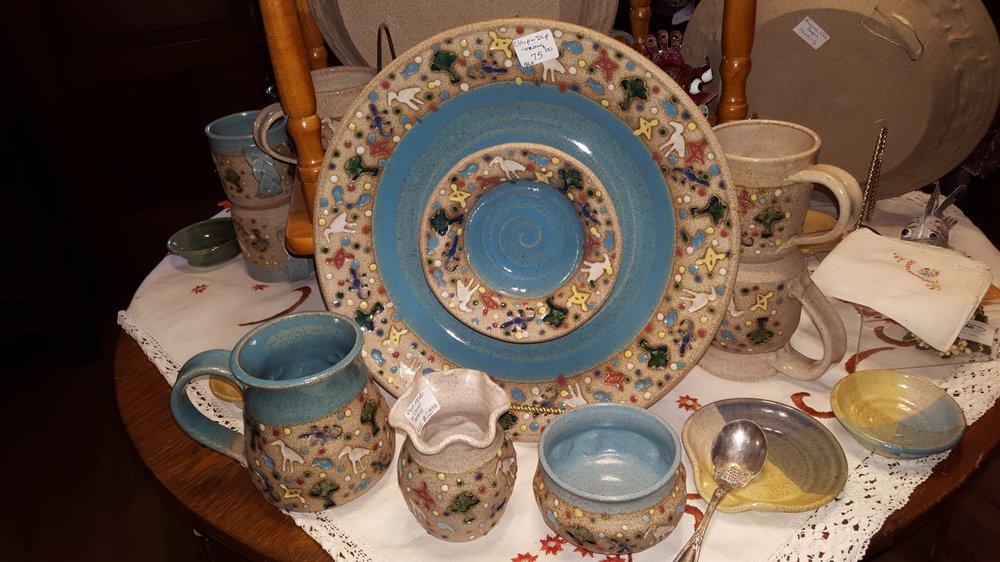 Grumbles House Antiques & Garden Shops: 20799 Walnut St, Dunnellon, FL