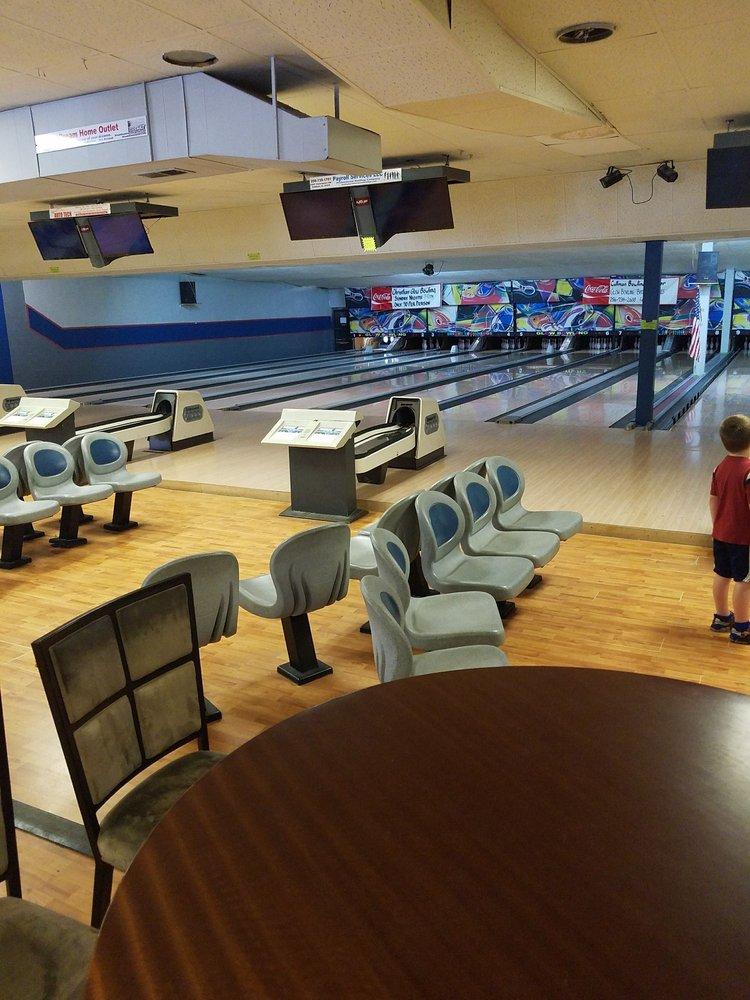 Cullman Bowling Center: 1710 Tally Ho St NW, Cullman, AL