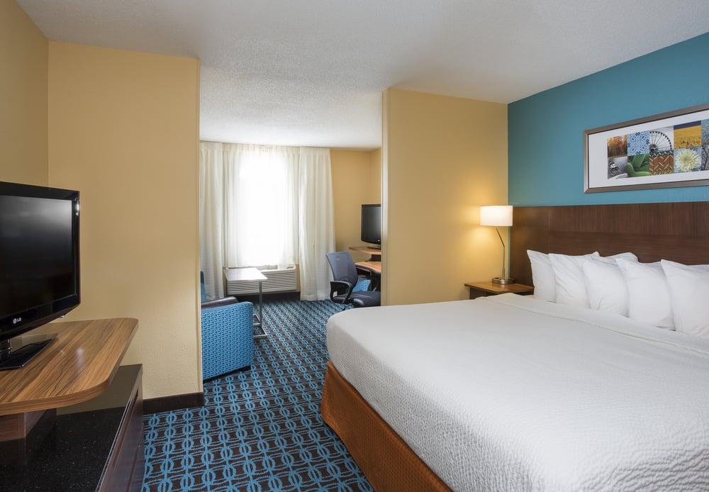 Fairfield Inn & Suites by Marriott Oshkosh: 1800 S Koeller St, Oshkosh, WI
