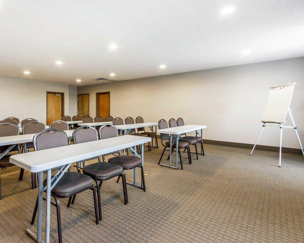Comfort Suites Florence Shoals Area: 140 Matthew Paul Court, Florence, AL