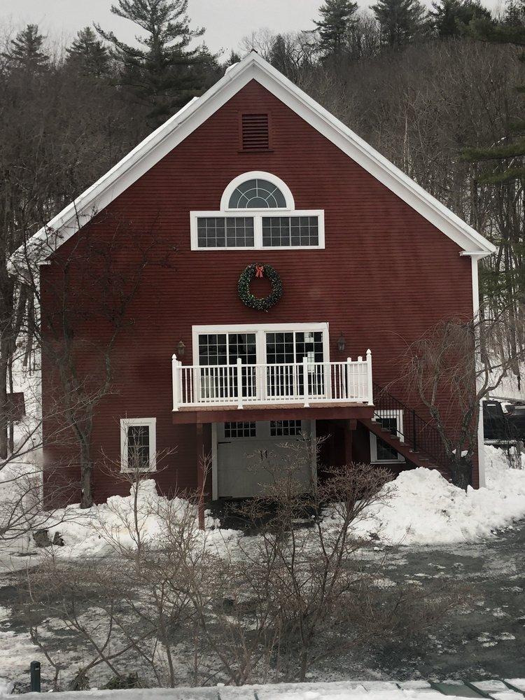 Newfound Lake Inn: 1030 Mayhew Tpke, Bridgewater, NH