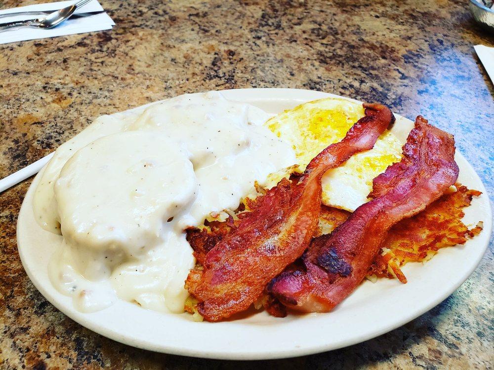 Jeno's Restaurant & Italian: 123 E Main St, Monroe, WA