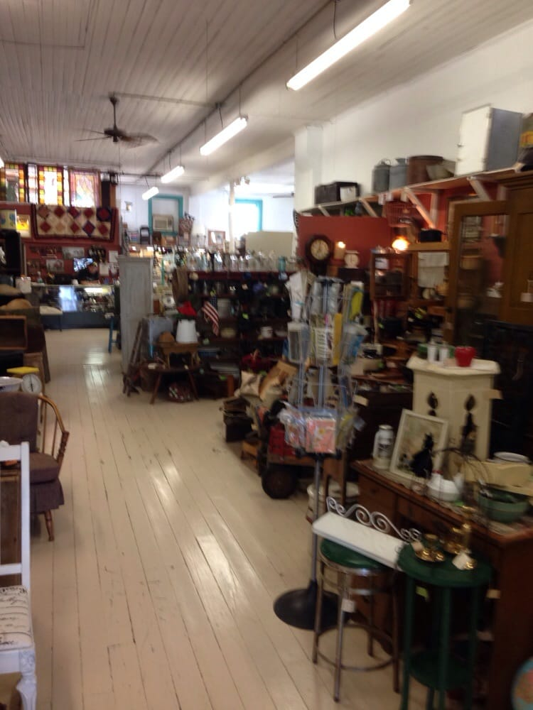Along Memory Lane Antiques: 3 E Main St, Seville, OH
