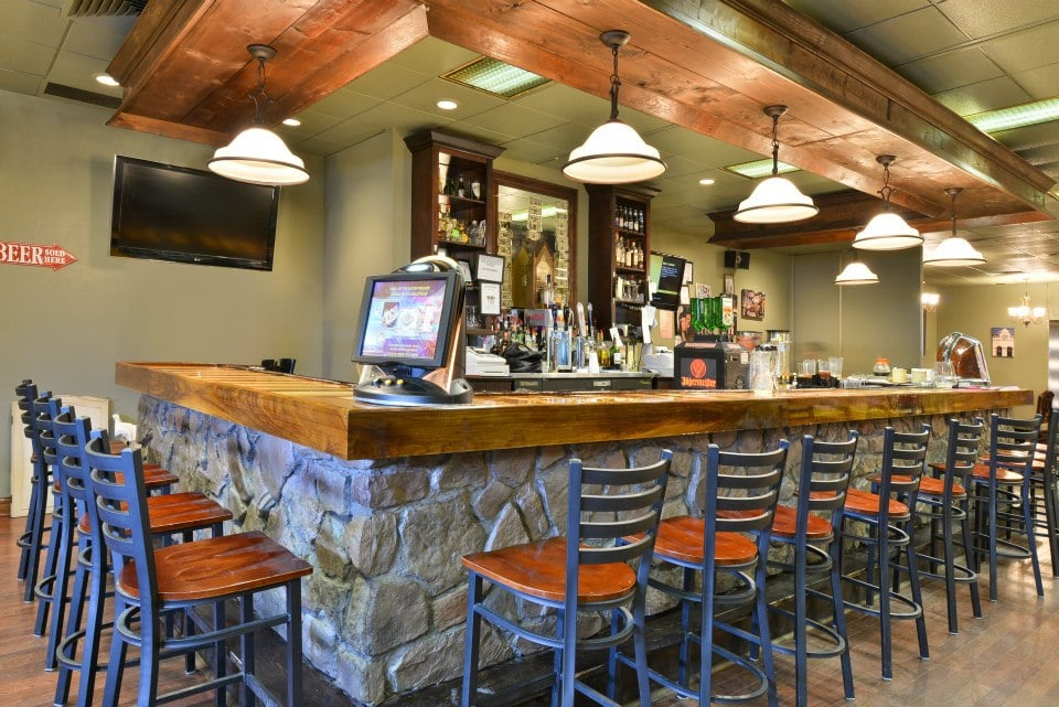 Cliffhanger's Lounge: 820 E Madison St, Covington, VA