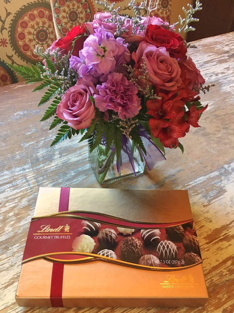 Forever & Always Flowers & Gifts: 52 B Church St E, Edgewood, NM