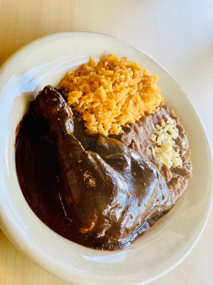 Chilaquiles Y Mas: 3910 E Del Mar Blvd, Laredo, TX