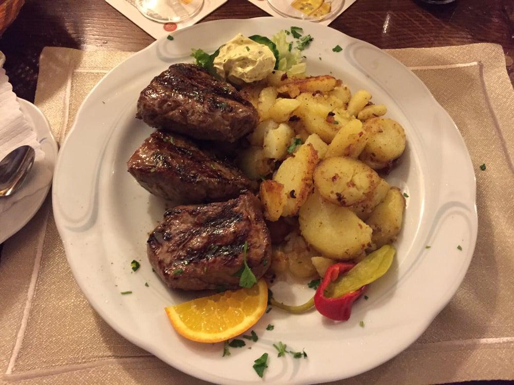 steakteller mit 3 steaks bratkartoffeln und salat von buffet dazu empfehle ich die. Black Bedroom Furniture Sets. Home Design Ideas