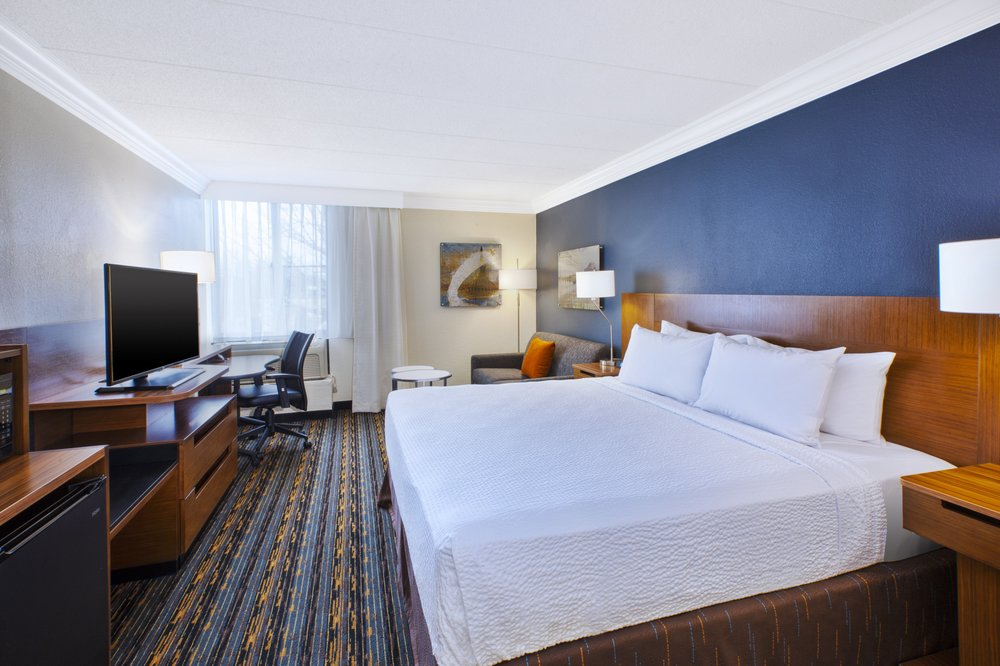 Fairfield Inn & Suites Dulles Airport Herndon/Reston: 485 Elden St, Herndon, VA