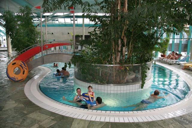 elbamare erlebnisbad swimming pools w lfnitzer ring 65. Black Bedroom Furniture Sets. Home Design Ideas