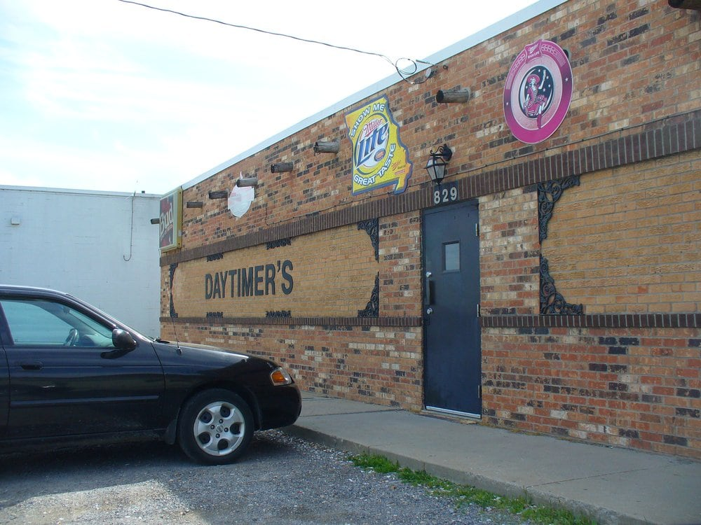 Daytimer Lounge: 829 S Kingshighway St, Cape Girardeau, MO