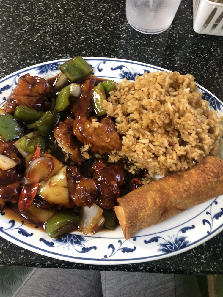 August Moon Chinese Restaurant: 108 Garland Ave, West Helena, AR