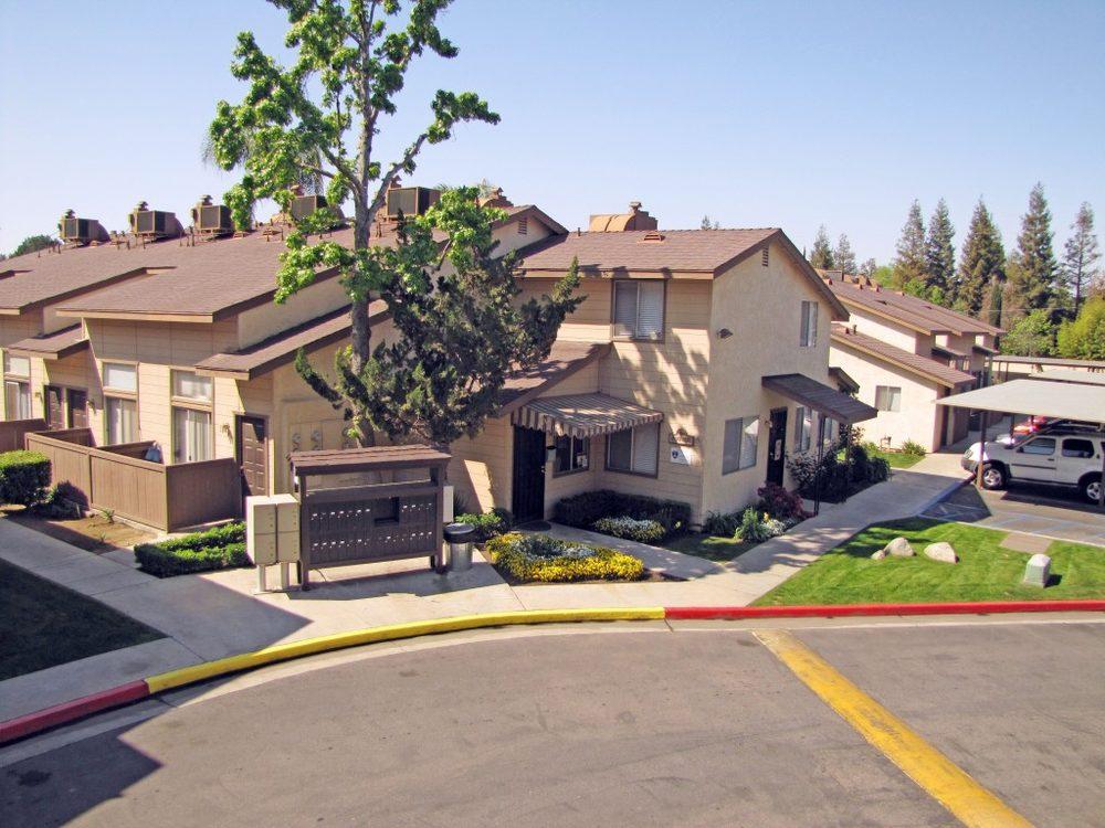 Plaza Del Real: 403 Real Road, Bakersfield, CA