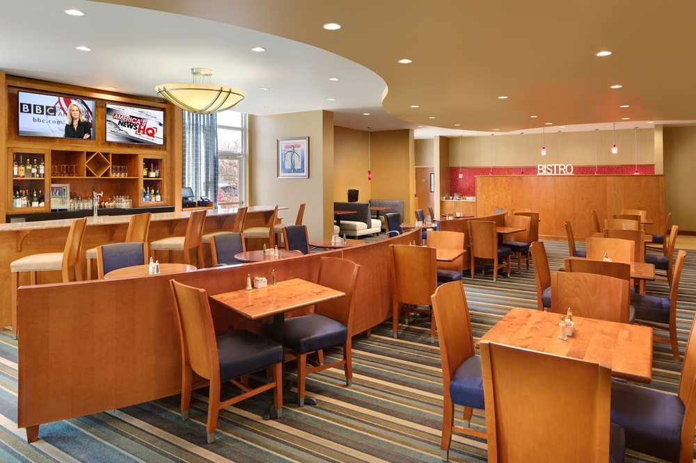 1607 Bistro Restaurant & Bar: 445 International Center Dr, Sandston, VA