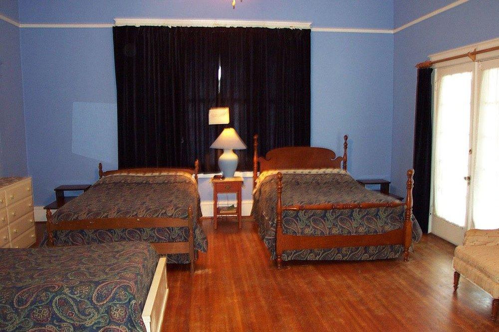 Bayboro House Hotel: 201 Main St, Bayboro, NC