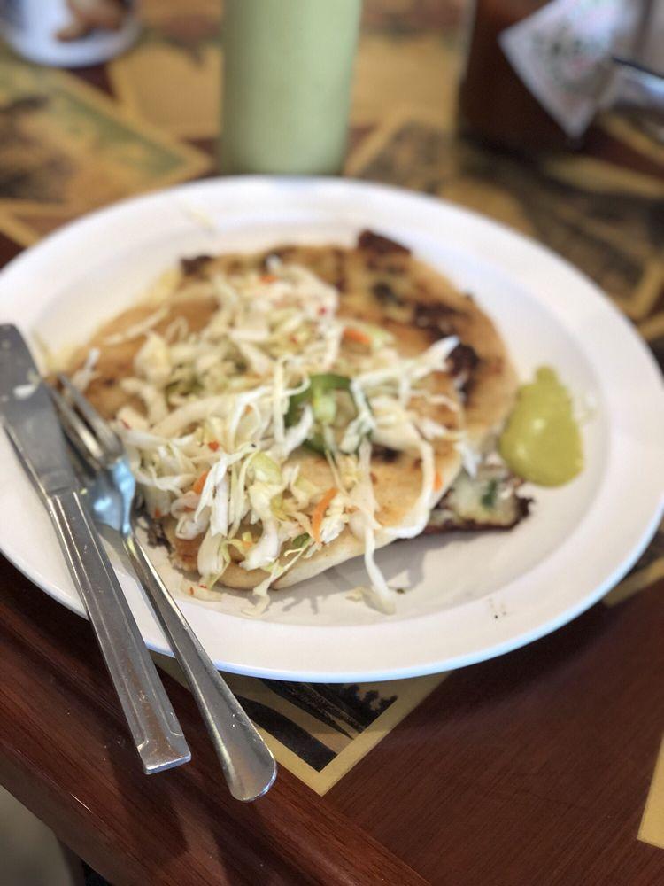 El Pulgarcito Salvadorean Restaurant: 5921 Merriam Dr, Shawnee, KS