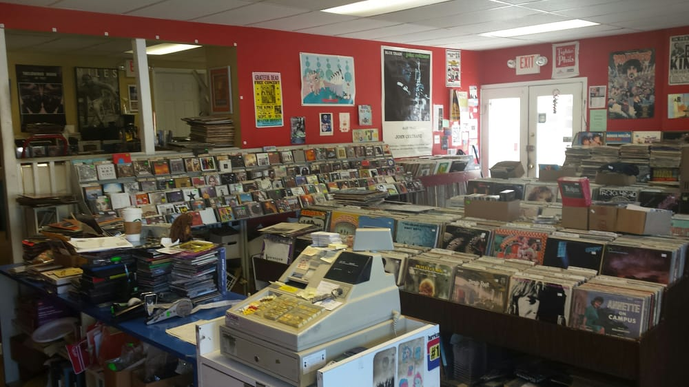 Shady Dog Record & Disc Exchange: 638 Lancaster Ave, Berwyn, PA