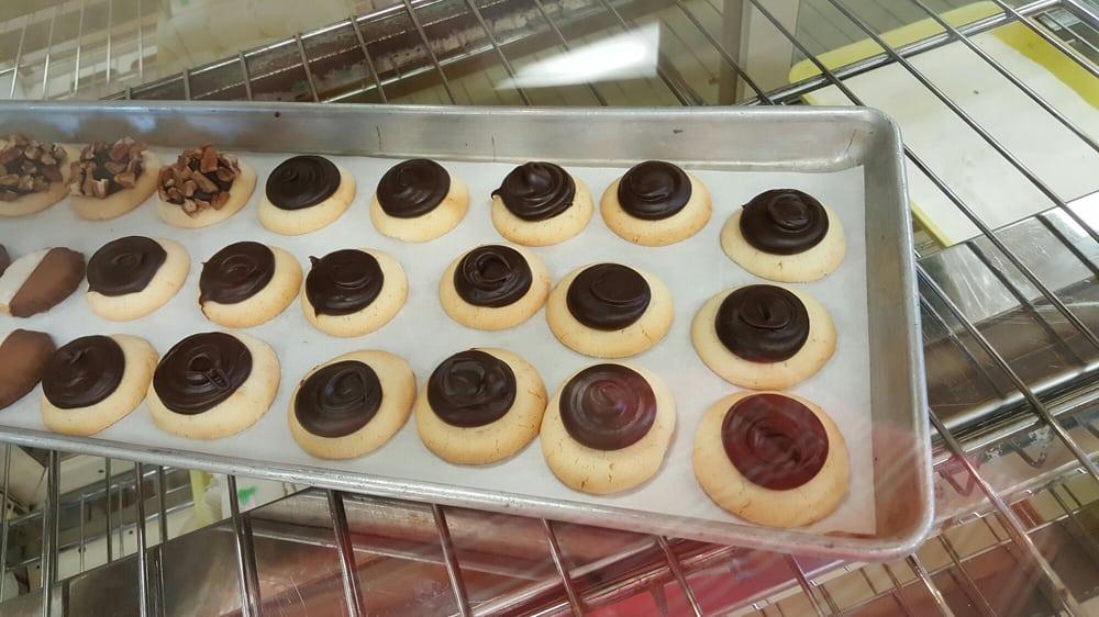 Aiavolasiti's Bakery: 82343 Highway 25, Loranger, LA