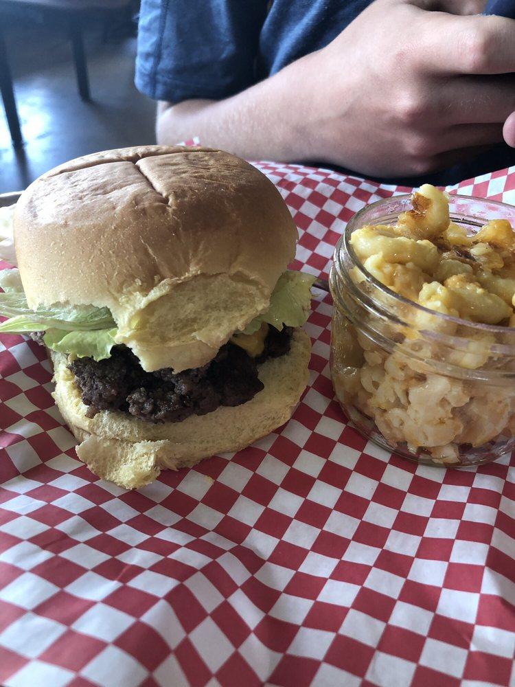 JJ's Meat Shak: 1607 Magnolia Ave, Buena Vista, VA