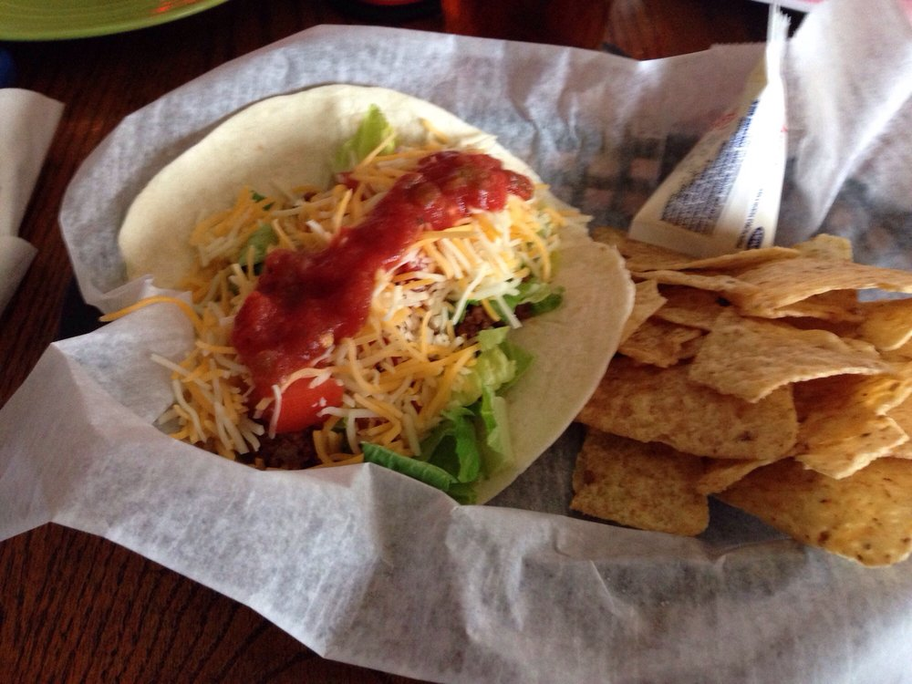 Quench Bar & Grill: 8414 Market, Boardman, OH