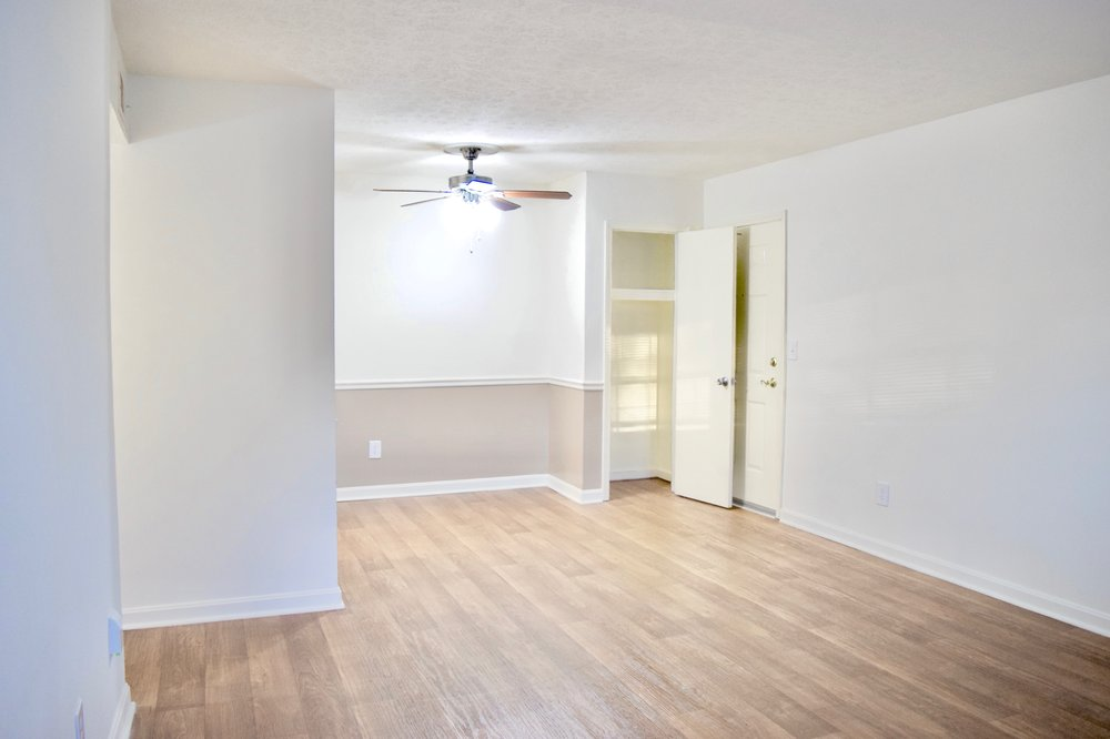 Countrybrook Apartments: 1718 Bridgeview Ln, Louisville, KY