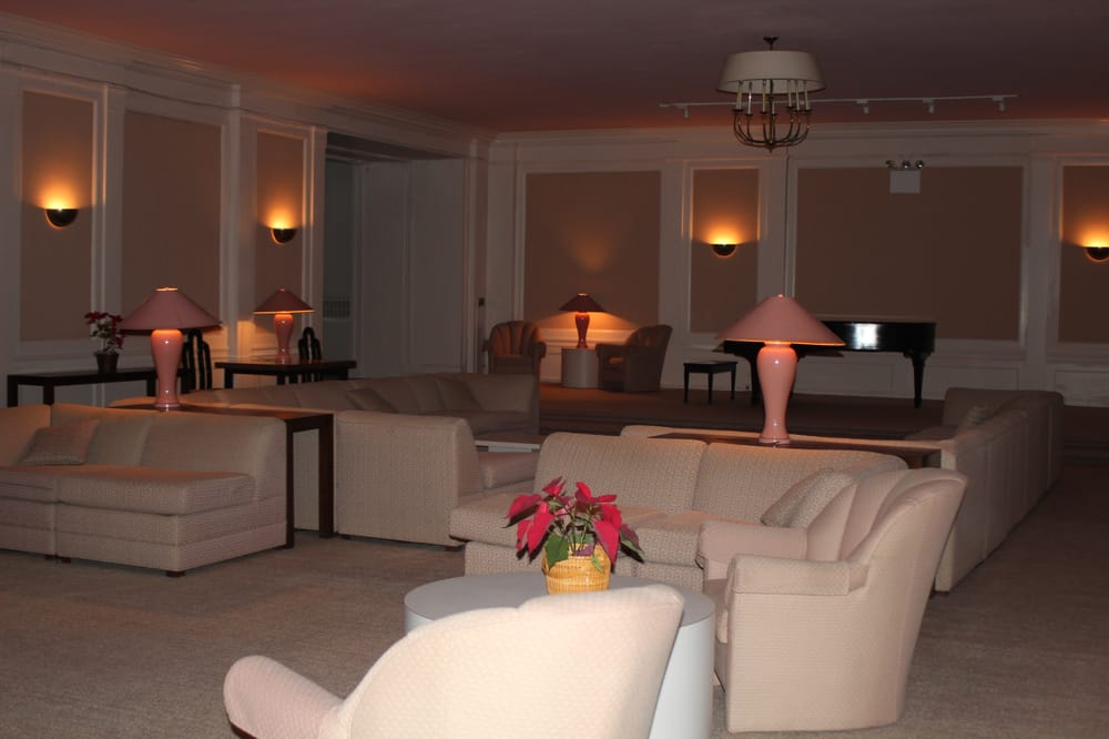Rooms: Grand Piano Room