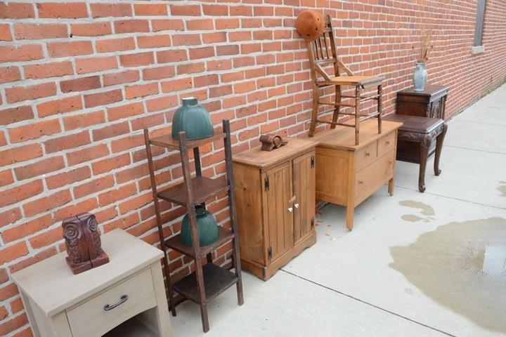 YA YA's Mid Century & Moderns: 112 South Main St, Bluffton, IN