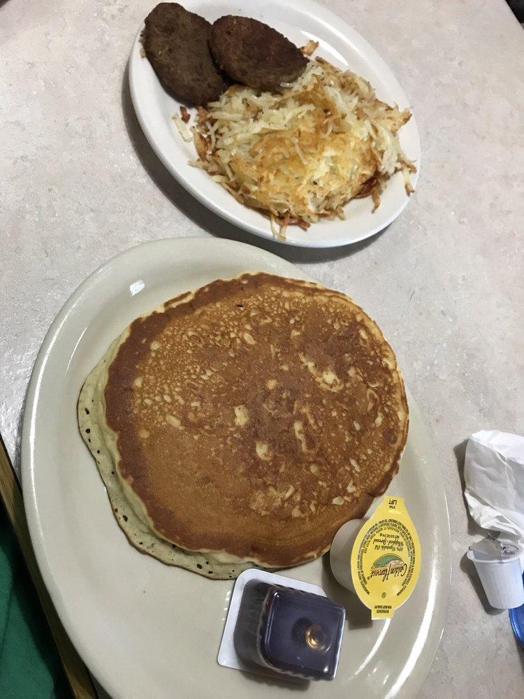 Village Kitchen: 934 S Main St, Jacksboro, TX