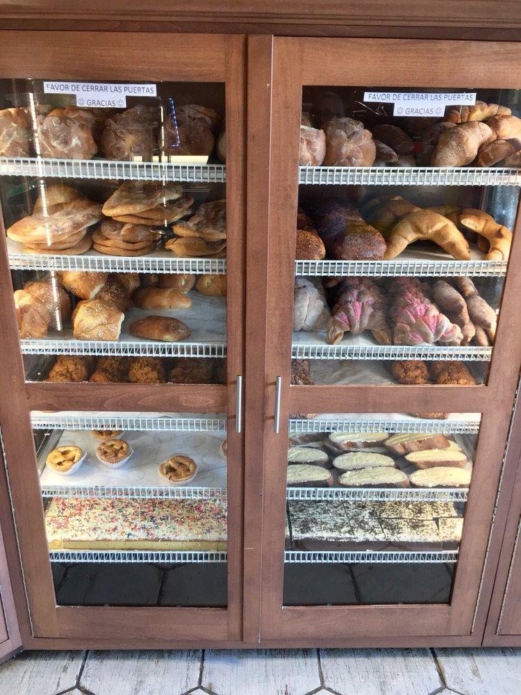 Panaderia La Estrellita: 9114 Jefferson Davis Hwy, Richmond, VA