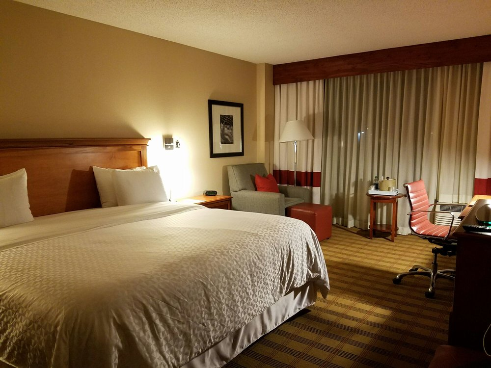 photos for four points by sheraton nashville brentwood. Black Bedroom Furniture Sets. Home Design Ideas