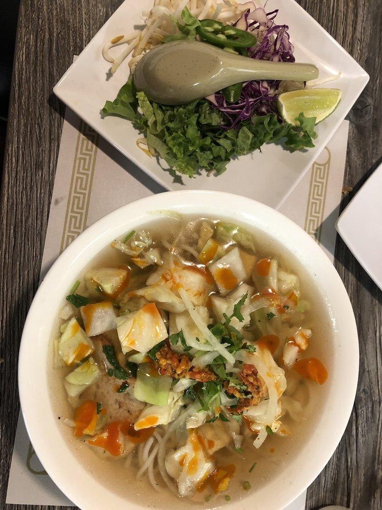 Chopstix Vietnamese Restaurant: 624 Northridge Mall Shopping Ctr, Salinas, CA