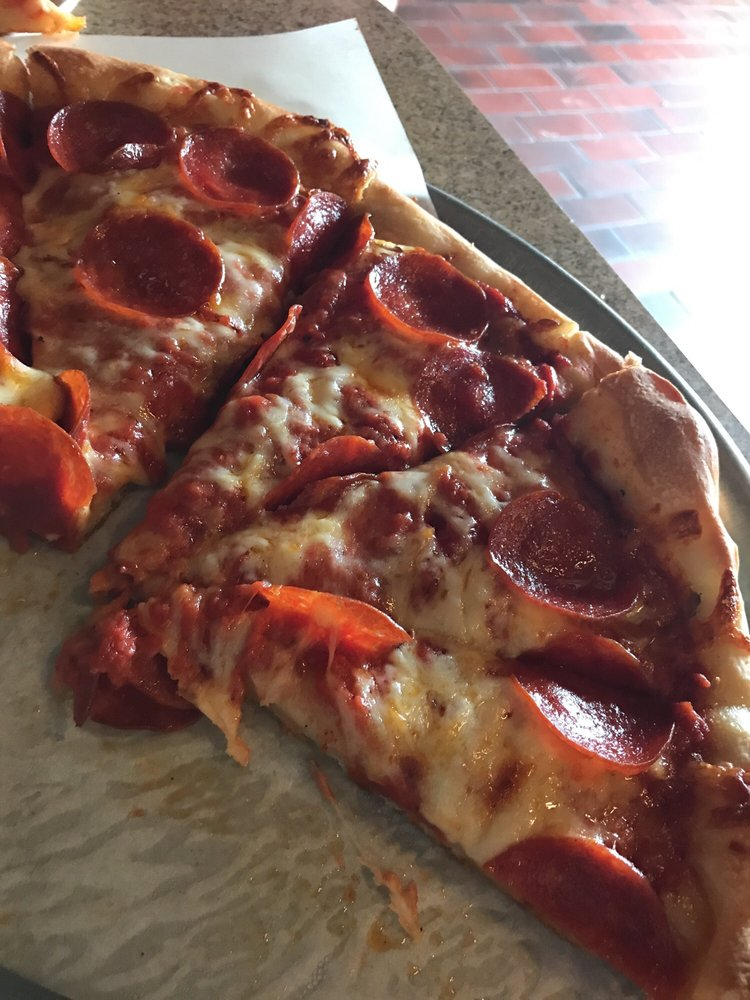 Covered Bridge Pizza Parlor & Eatery: 380 N Main St, Andover, OH