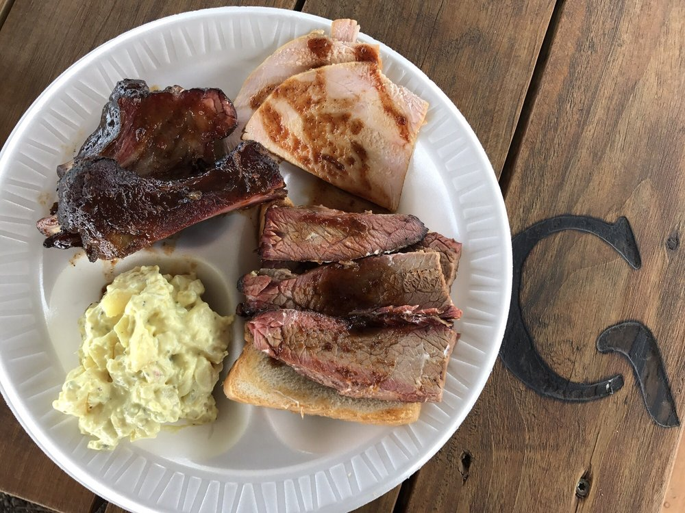 Grant's Bar-B-Que: State Highway 37 N, Clarksville, TX