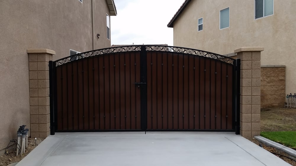 Full Privacy Gate With Sheet Metal Backing Excellent Job