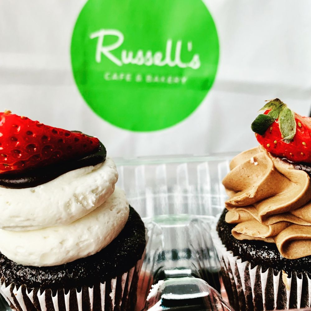 Russell's Cafe & Bakery: 952 Brookwood Ctr, Fenton, MO
