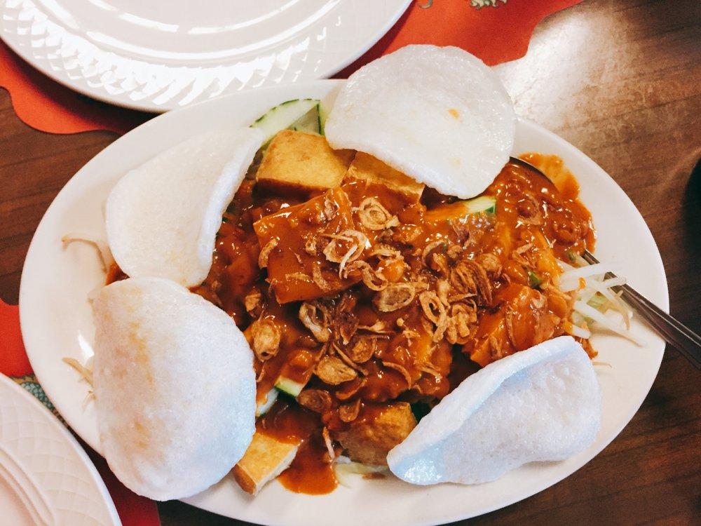 Peking Chef: 8673 N Port Washington Rd, Fox Point, WI