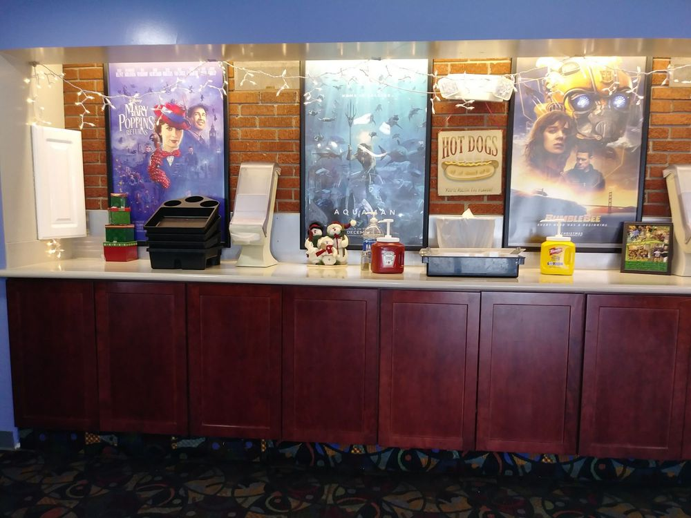 Loma Theater: 221 N Paw Paw St, Coloma, MI